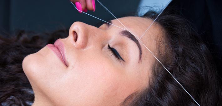 Haarentfernung mit dem Faden